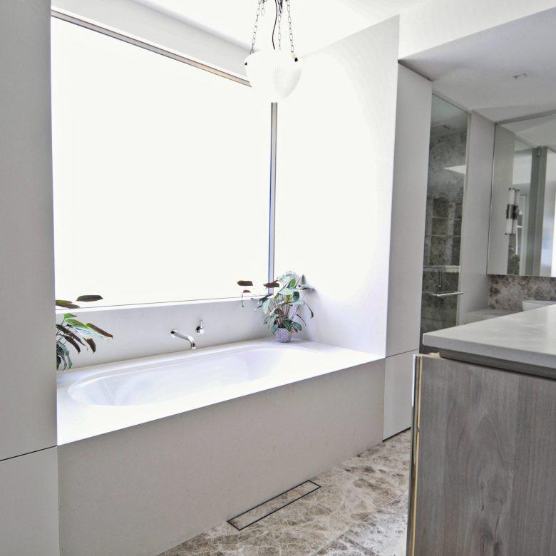 Master Ensuite bath tub detail