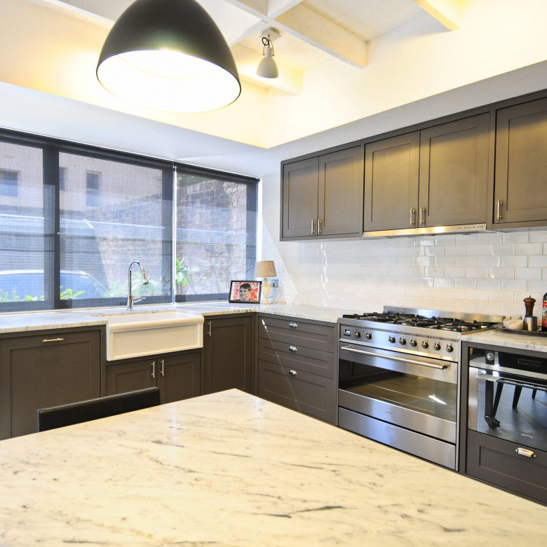 Kitchen made-to-measure with stainless steel appliances